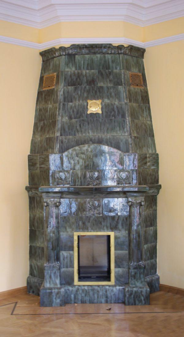Изразцовый реставрационный камин