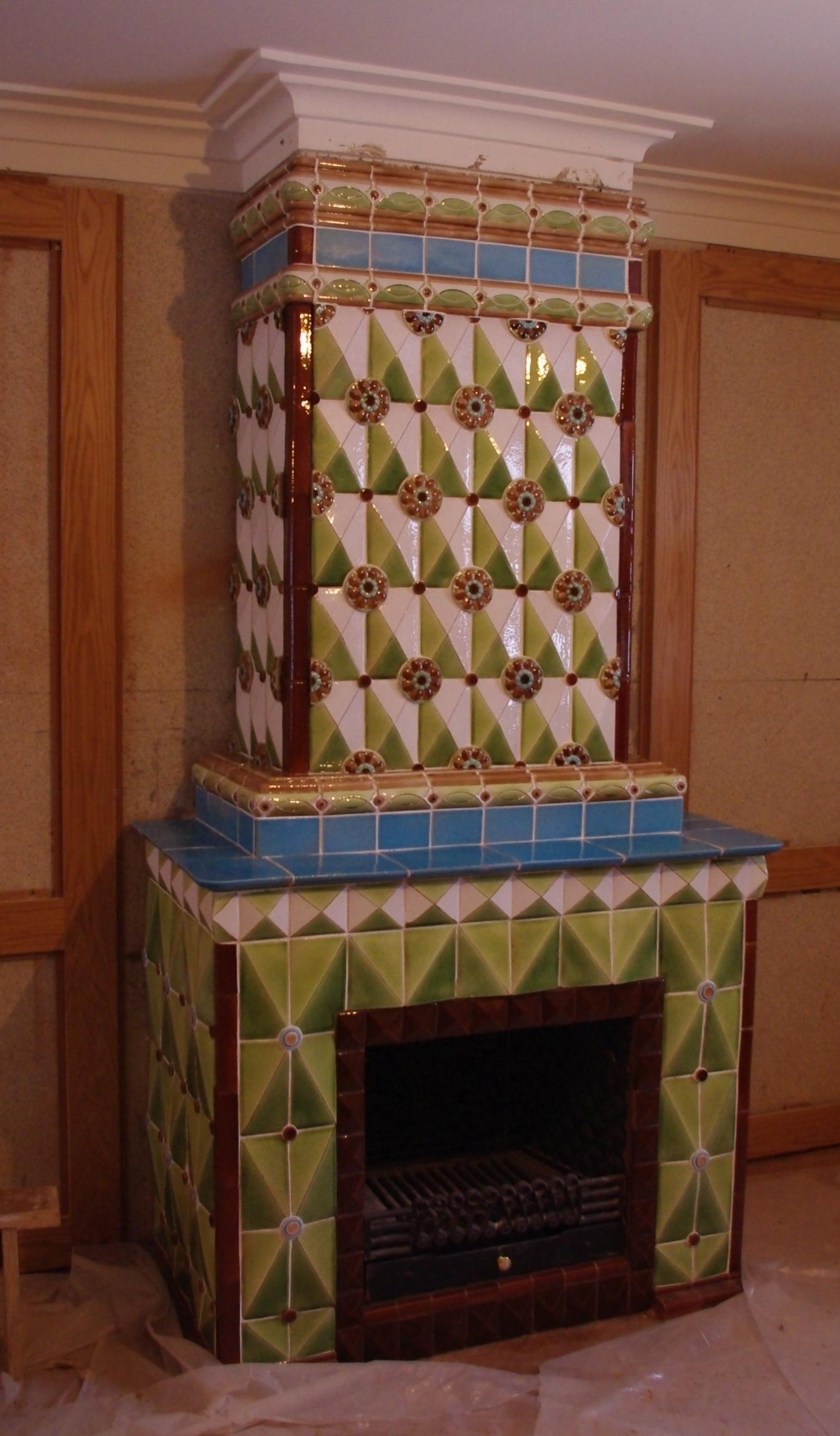 Изразцовый майоликовый камин в монастыре
