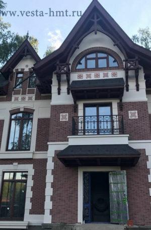 Фасад частного дома с изразцами