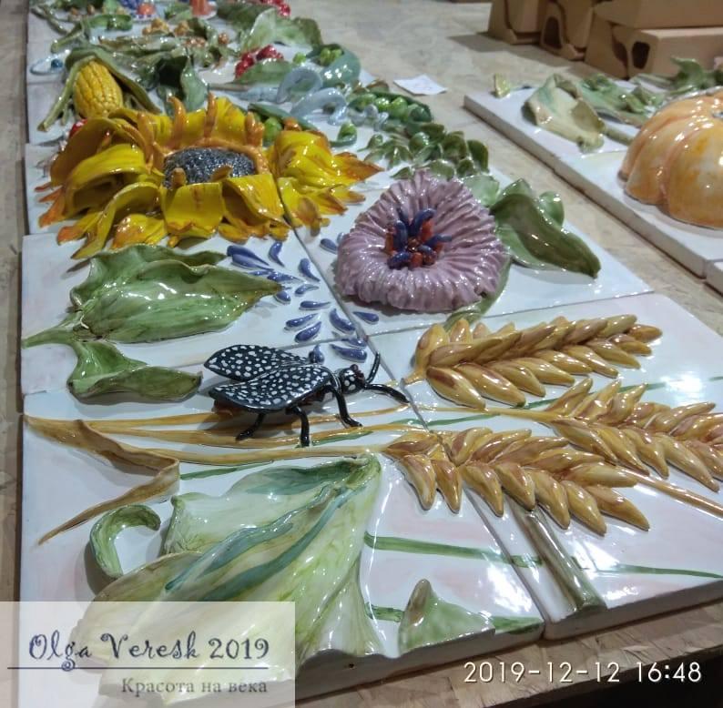 панно с цветами, фруктами и мухой